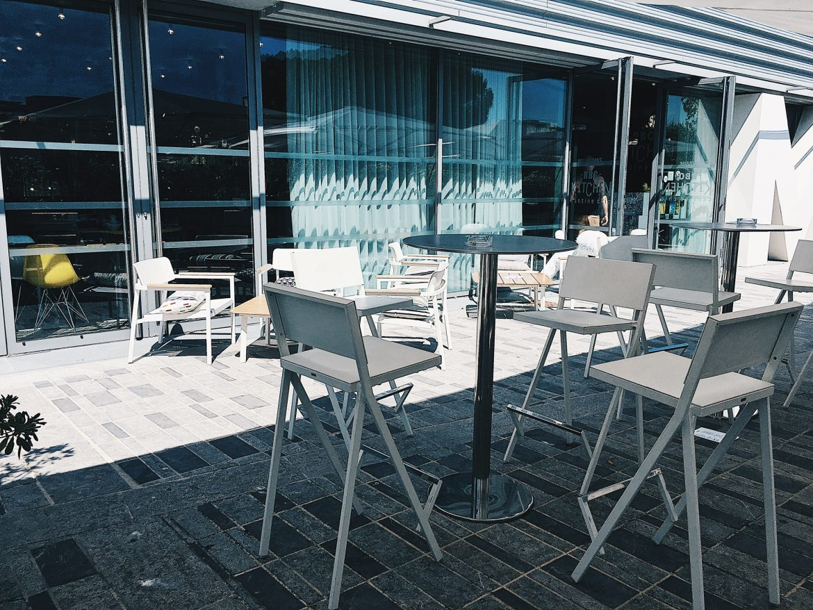 terrasse-tables-hautes-rbc-kitchen