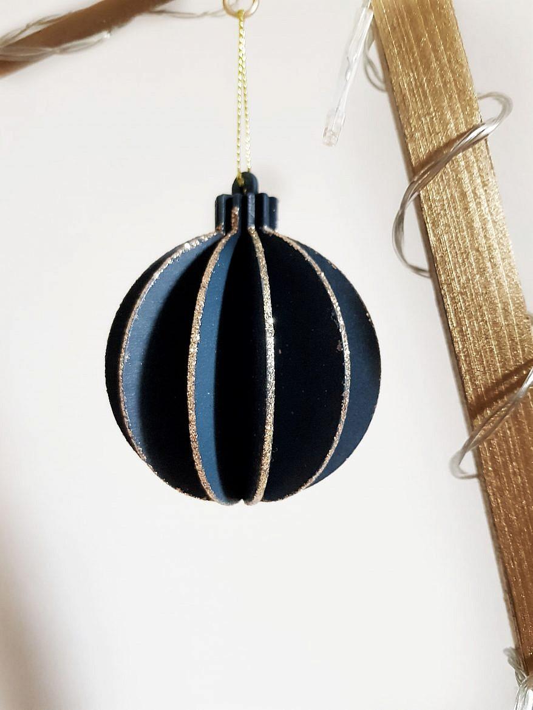 deco-sapin-noel-minimaliste-boule-bleue