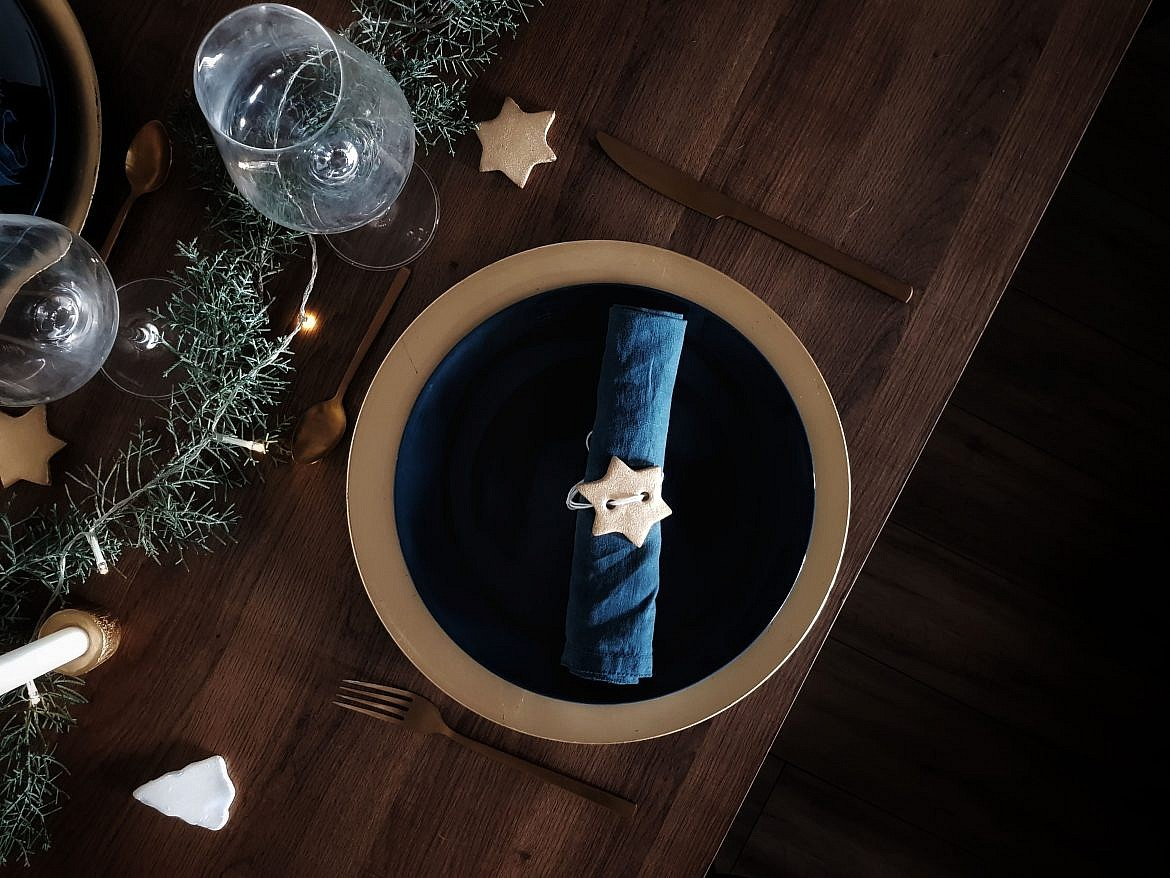 idee-deco-table-de-noel-minimaliste