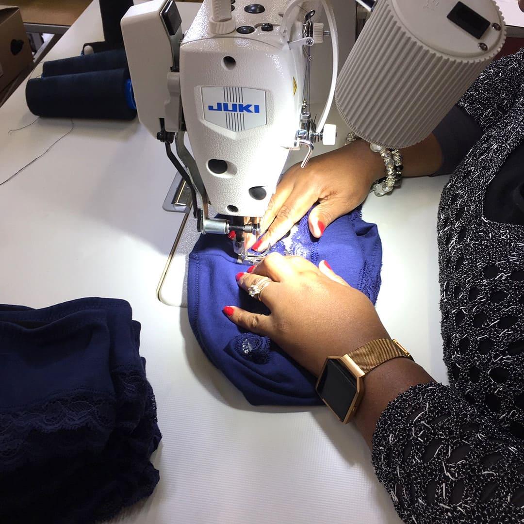 fabrication-petites-culottes-point-arret-dentelle